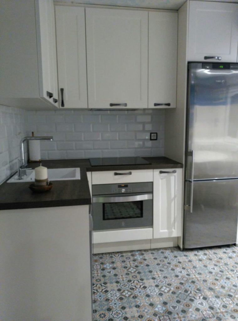 Cocina peque a bilbo reformas reformas de interior for Proyecto cocina pequena